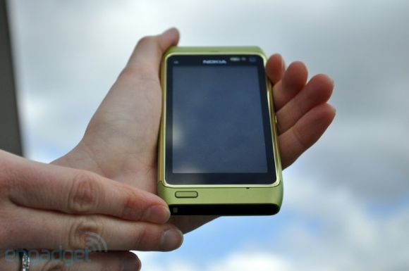 Nokia N8 hands on review by Engadget