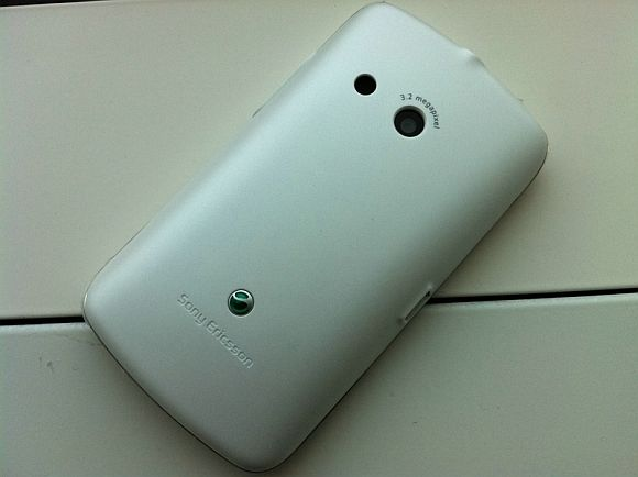 Some nice shots of the Sony Ericsson txt and Xperia ray