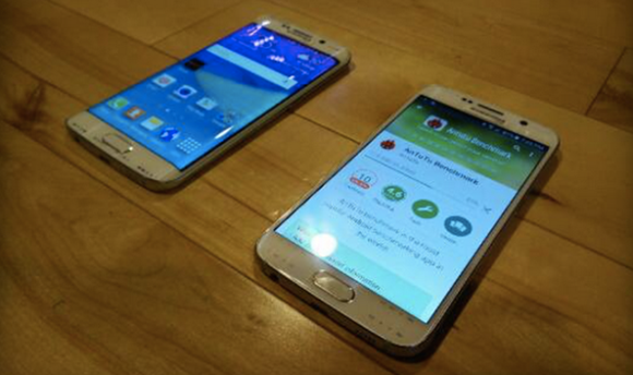 Samsung Galaxy S6 Edge spotted next to Galaxy S6 in new leak