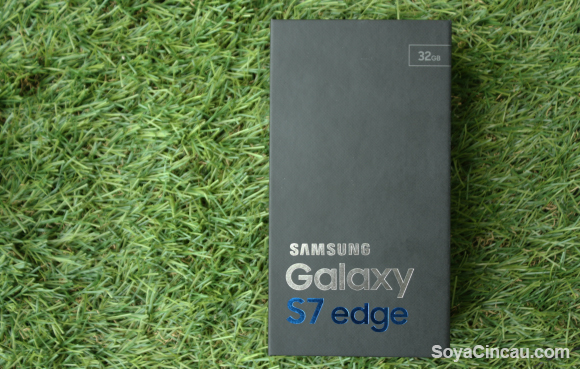 """Unboxing the """"perfect"""" smartphone — the Samsung Galaxy S7 edge"""