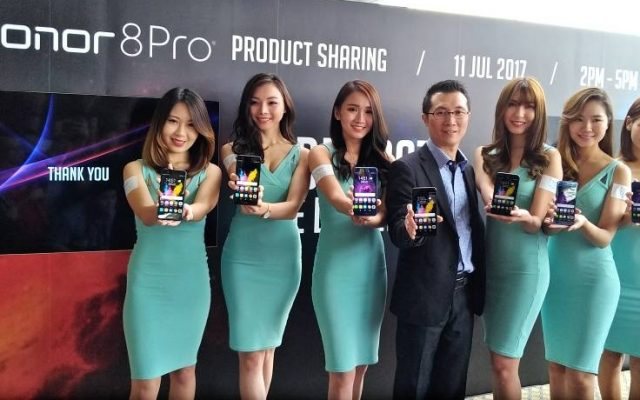 You can now buy the most affordable flagship phablet in Malaysia