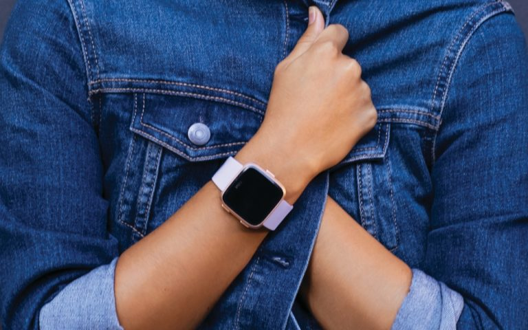 Fitbit made a Pebble that looks like an Apple Watch. Meet the Versa