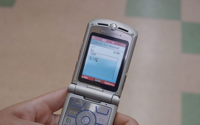Motorola wants to show Nokia how to make a proper throwback device