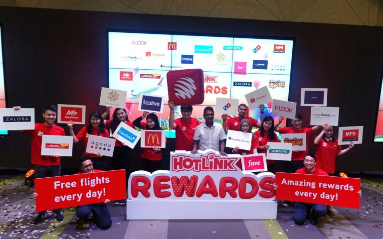 Hotlink rewards its customers with free flights and exclusive deals every day