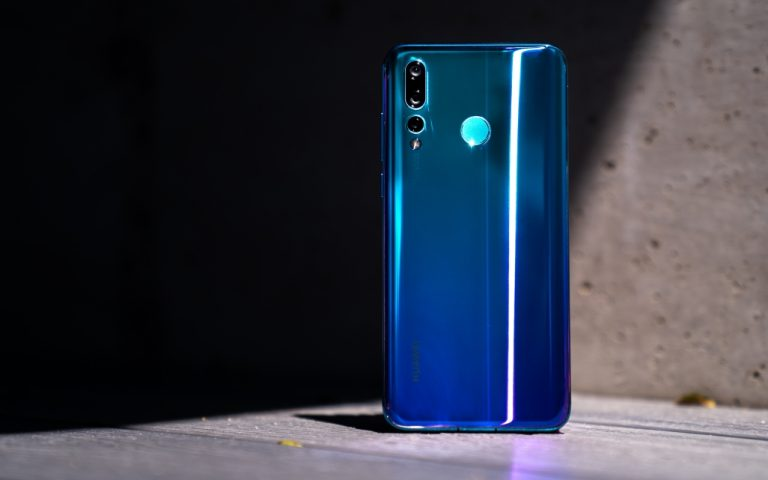 "Huawei Nova 4 review: A tale of ""not as good as"""