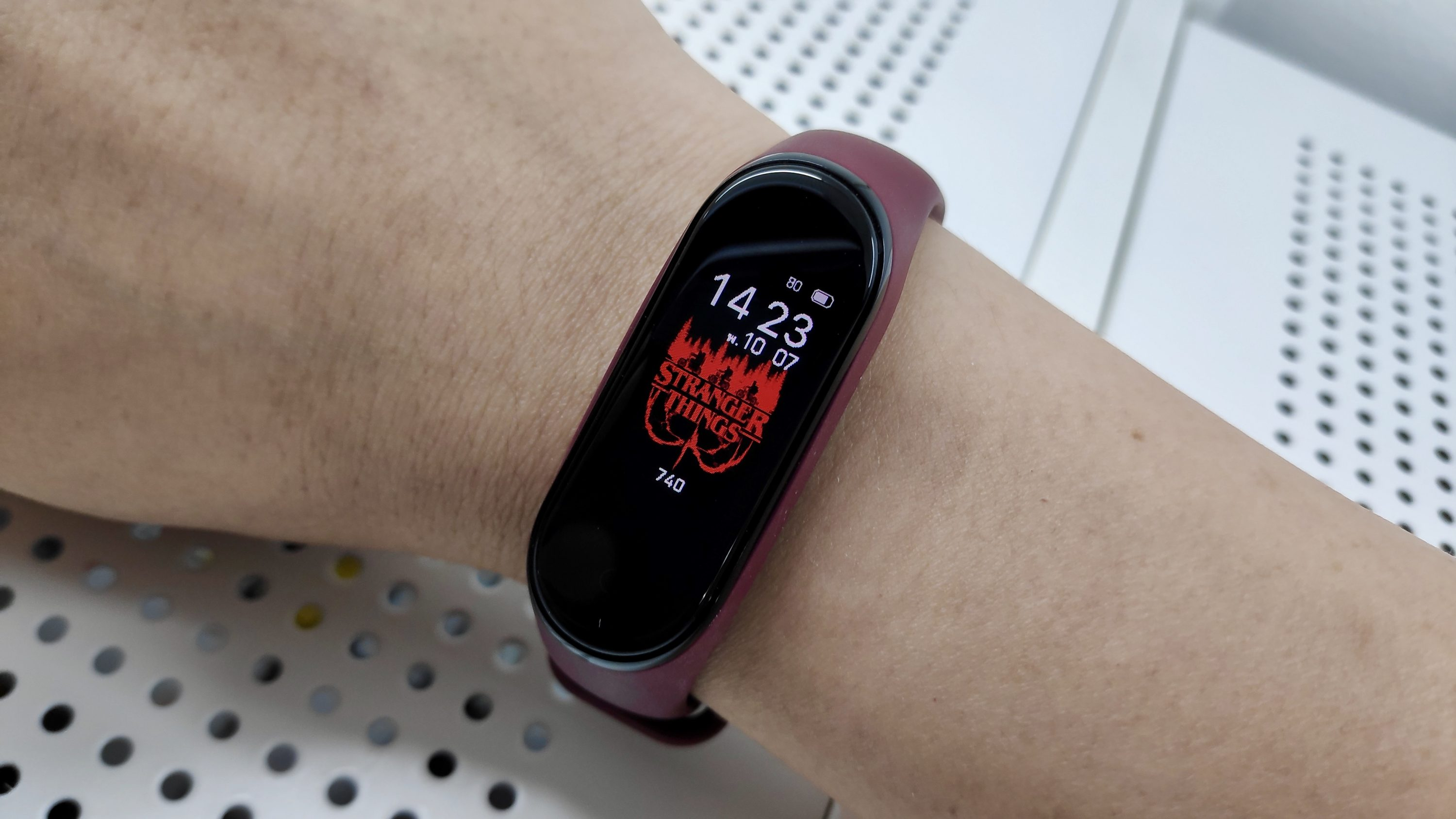 How to install a Stranger Things custom watch face on your