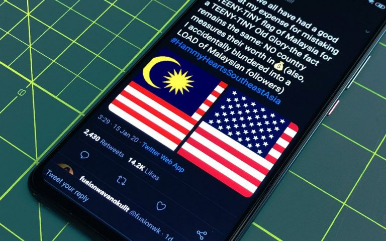 Luke Skywalker can't tell the difference between Malaysian and U.S. flags