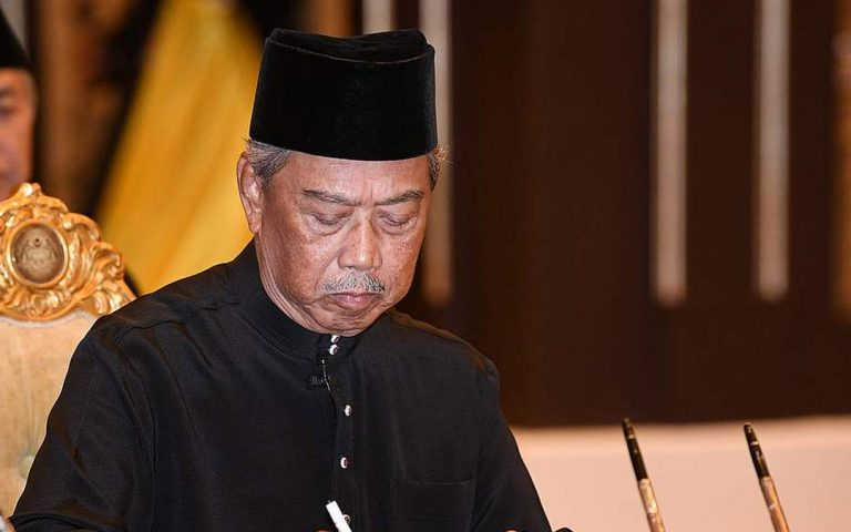This is the 8th Prime Minister of Malaysia, and he uses an iPhone